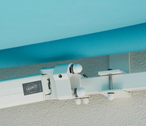 10_Détail support de bras et support mural -Store banne traditionnel FRANCIAFLEX modèle Figari - Armature RAL 9010 Blanc.jpg