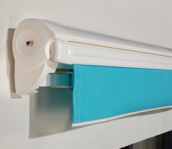 5_Store banne cassette FRANCIAFLEX modèle Figari Auvent - position fermé - Armature RAL 9010 Blanc .jpg