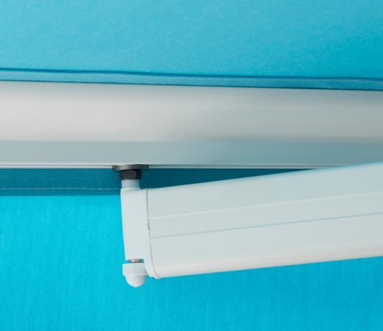 7_Détail doigt de fixation sur barre de charge -Store banne cassette FRANCIAFLEX modèle Figari Auvent.jpg
