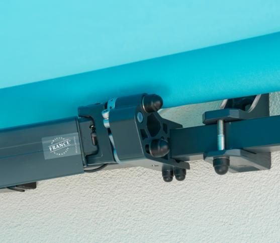 7_Détail support mural et support de bras - Store banne traditionnel FRANCIAFLEX modèle Horizon - Armature RAL 7016 Anthracite .jpg