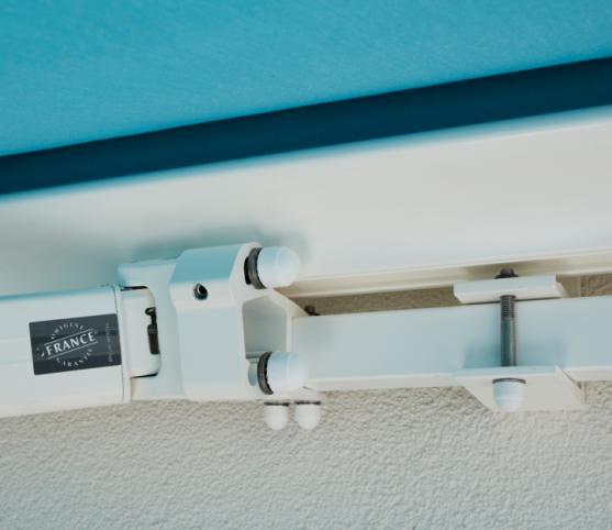 8_Détail support de bras et support mural -Store banne cassette FRANCIAFLEX modèle Figari Auvent.jpg