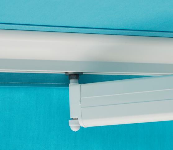 9_Détail doigt de fixation sur barre de charge -Store banne traditionnel FRANCIAFLEX modèle Figari - Armature RAL 9010 Blanc.jpg
