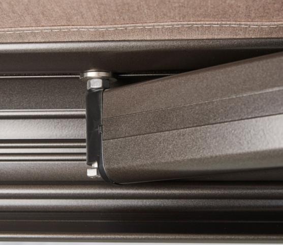 9_Store Coffre Franciaflex modèle Felicia - Coloris armature MANGAN satiné - Fixation des bras.jpg