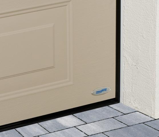 10_Détail des joints de calfeutrement périphériques et bas - porte de garage sectionnelle cassette ISO 45 Novoferm.jpg