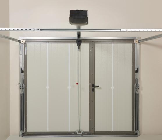 10_Vue intérieure - Coloris intérieur panneau RAL 9002 blanc Gris - Porte basculante Noviso Novoferm - option portillon et moteur.jpg