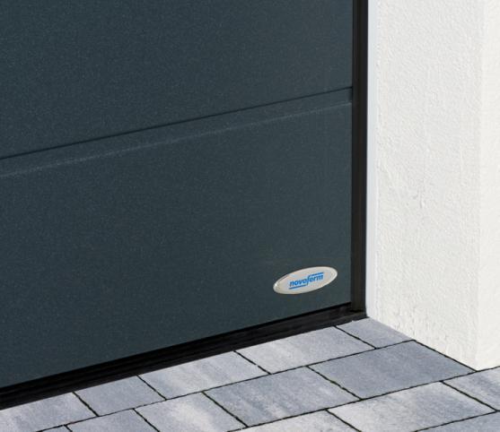 11_Détail des joints de calfeutrement périphériques et bas - porte de garage sectionnelle ISO 45 Novoferm - Coloris satin dark grey.jpg