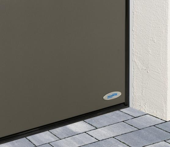 12_Détail des joints de calfeutrement périphériques et bas - porte de garage sectionnelle ISO 45 Novoferm.jpg