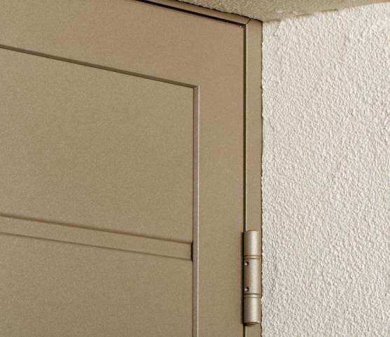 13_Détail gonds extérieurs porte de garage Duoport Novoferm.jpg