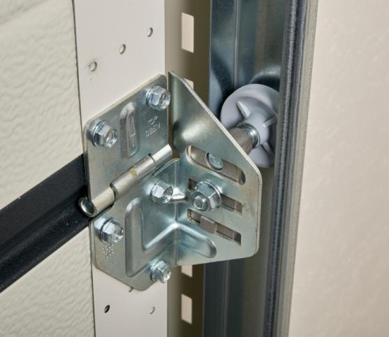 14_Détail guide panneau de porte de garage sectionnelle ISO 45 Novoferm.jpg