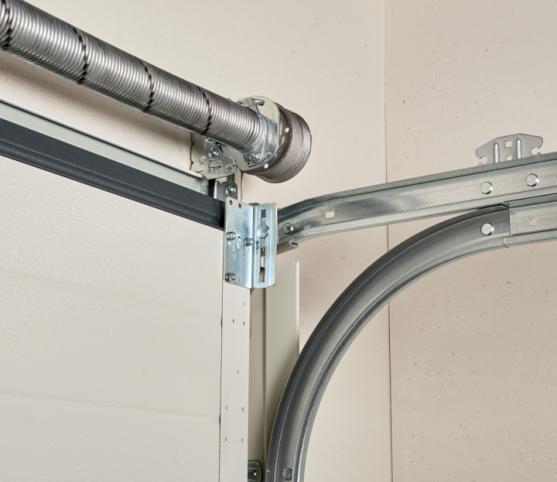 14_Détail ressort à équilibrage par torsion et rails de refoulement porte de garage sectionnelle ISO 45 Novoferm.jpg