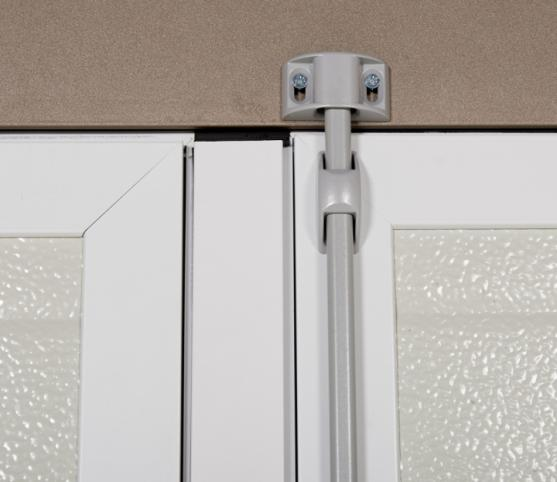 17_Détail système fermeture en partie haute de la porte battante.jpg