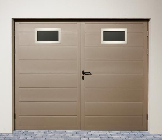 6_Porte de garage double battant égaux -option 2 hublots Inox - panneau nervure large - couleur RAL S2500 gris sablé.jpg