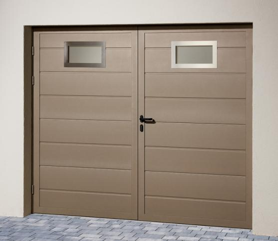 7_Porte de garage battante Duoport nervure large- Coloris S2500 gris sablé - option 2 hublots Inox.jpg