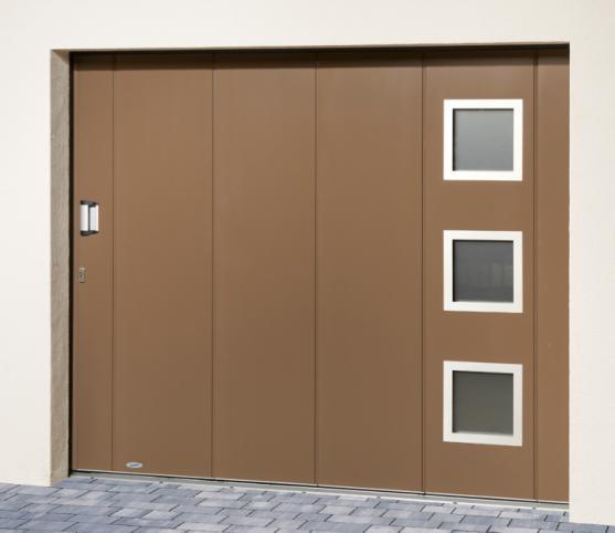 7_Porte de garage latérale NOVOSIDE Novoferm - Panneau sans nervure - Finition lisse - Coloris RAL 7006 Gris Beige - Option Hublots carré Inox ref. 12.jpg