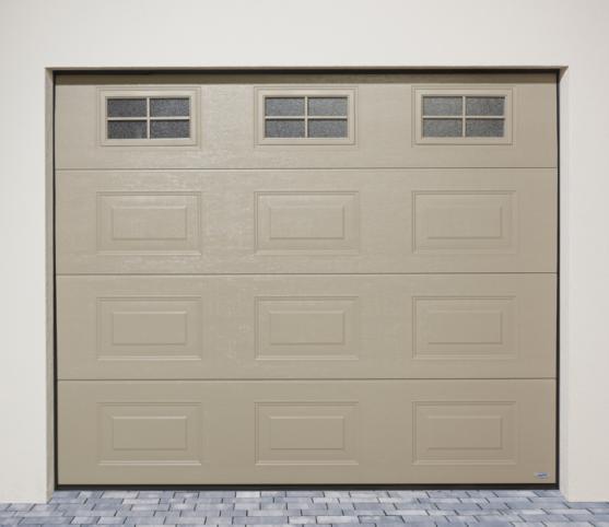 7_Porte de garage sectionnelle cassette ISO 45 Novoferm - Option coloris RAL S2800 Gris perle sablé et 3 hublots vitrage imprimé 200 Ref 3.jpg