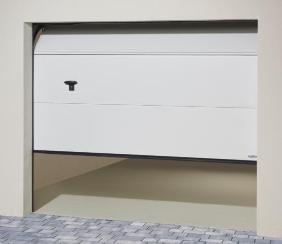 8_Porte de garage sectionnelle à refoulement plafond ISO 45 Novofermans nervure finition Lisse - Coloris satin white - Option manuelle et poignée extérieure.jpg