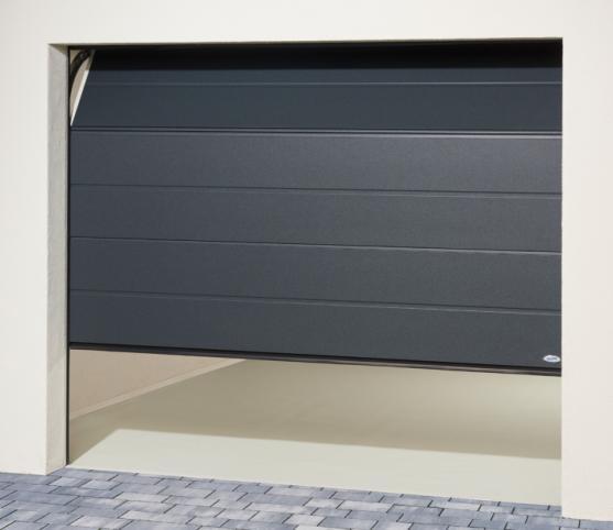 8_Porte de garage sectionnelle à refoulement plafond ISO45 Novoferm - panneau nervure large - finition lisse - Coloris satin dark grey.jpg