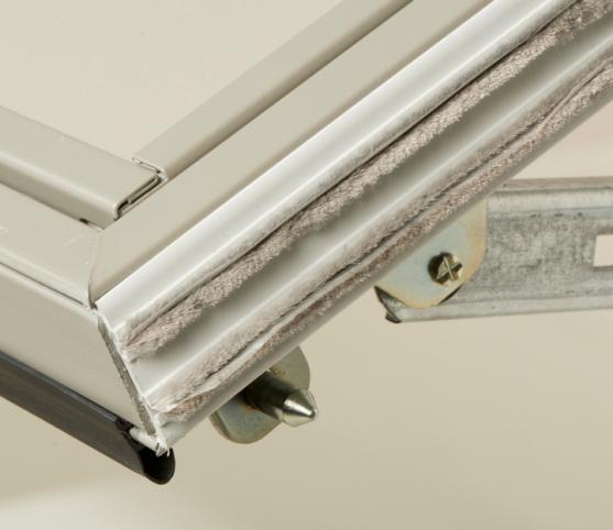 9_Détail joints périphériques - Profils PVC latéraux avec joint brosse - Joint haut à lèvre - joint bas de compression.jpg