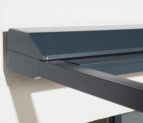 11_Store Pergola  Coffre ROCHE Habitat modèle VIZversa - Armature RAL 7016 Anthracite - position fermé.jpg